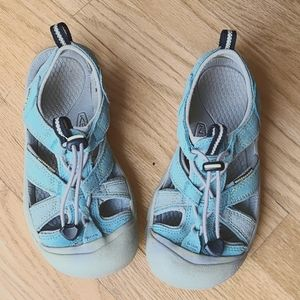 Size 3 kid Keen sandals